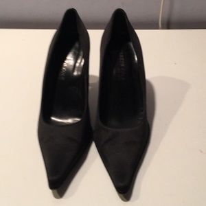Kenneth Cole black satin pointy toe shoes sz 6 M